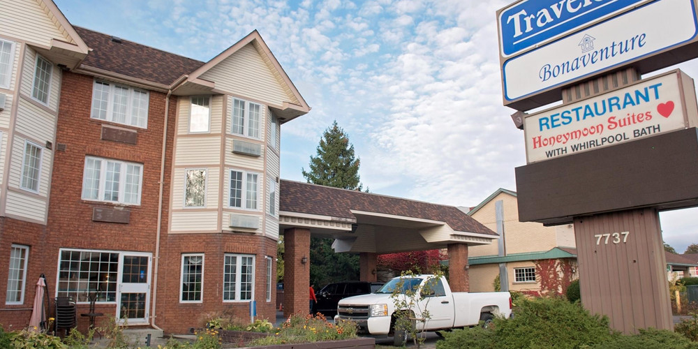 One-Night Stay Package with Travelodge Bonaventure in Niagara Falls