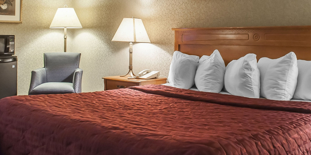 Escape to Niagara With a 1-Night Stay and Over $200 in Dining and Entertainment
