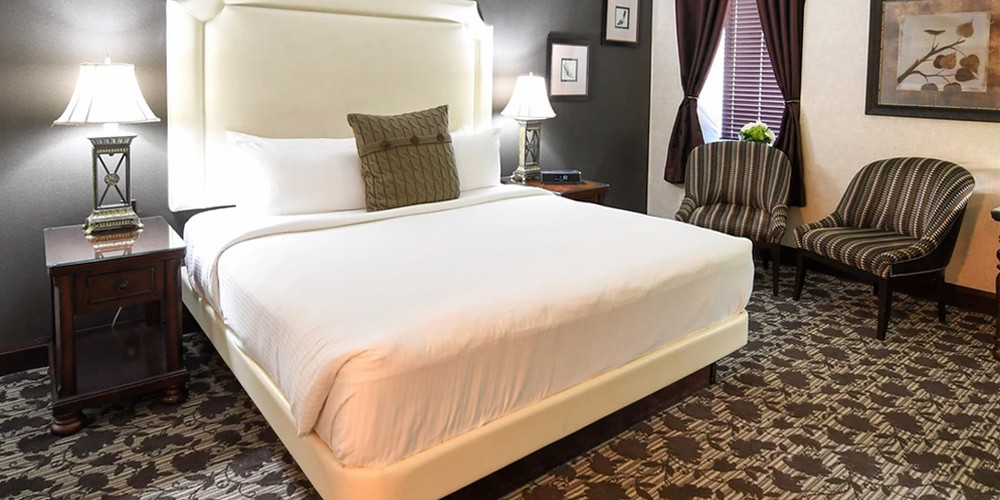 Stay 1 Night in a Niagara Luxury Inn with a Bottle of Wine